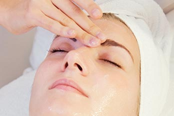 This advanced facial provides a deep treatment to maintain a firmer clearer and brighter complexion.